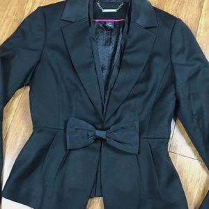 🆕 Withe house Black Market bow blazer